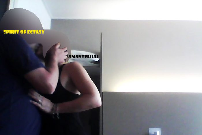 AmanteLilli-reçoit-amant-hôtel-mari-skype